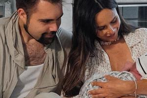 Саша Зверева опубликовала снимки с новорожденным ребенком