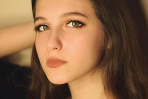 18-летняя дочь Екатерины Климовой устроила первую ню-фотосессию (маме понравилось)