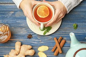 Для укрепления иммунитета и не только: польза чая с имбирем и лимоном (объясняет диетолог)