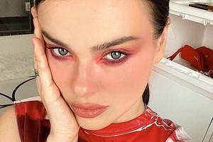 «Окрошку будешь?»: Елена Темникова показала, как сделать макияж тенями цвета редиски (бери назаметку)