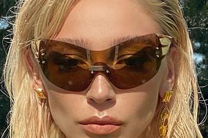 «Лето, привет!»: Настя Ивлеева устроила фотосессию встиле 2000-х годов (запоминай тренды)