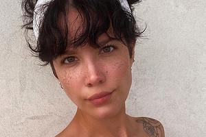 Певица Холзи полностью разделась для фото в Instagram