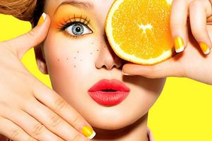 Мало сахара и много витамина С: в чем польза свежевыжатого апельсинового сока (узнали у эксперта)
