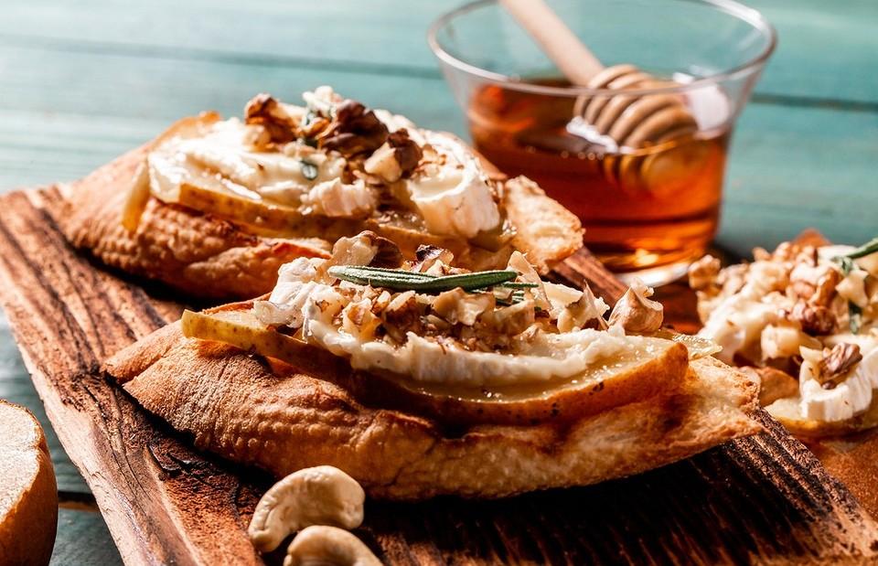 Как есть сыр камамбер: 6 оригинальных способов
