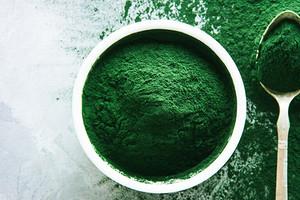 Источник белка и кальция: полезные свойства спирулины (и возможные противопоказания)