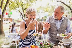 5 правил питания для долголетия от тех, кому от 80 и старше (они почти ни в чем себе не отказывают)