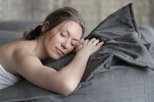 Зачем ложиться спать до полуночи: 12 важных плюсов для твоего здоровья