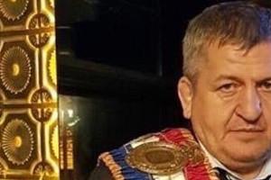 Отца Хабиба Нурмагомедова похоронили после смерти от коронавируса (видео)