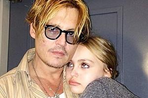 Джонни Депп признался в суде, что давал своей 13-летней дочери марихуану