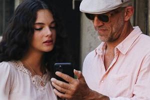 Моника Беллуччи и Венсан Кассель поддержали старшую дочь Деву во время фотосессии