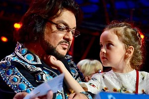 «Русалка наветвях сидит»: Филипп Киркоров поделился фотографией подросшей дочери