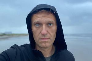 Алексея Навального экстренно госпитализировали и подключили к аппарату ИВЛ