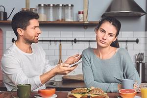 «Я перестала ему доверять»: история читательницы, которая простила мужу измену