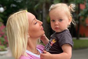 Лера Кудрявцева показала, как подросла ее дочь за два года (милое видео)