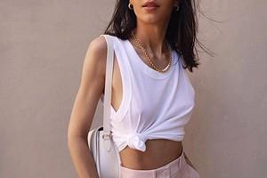 Как скрыть широкие плечи и сделать силуэт женственнее: 25 модных вещей, которые помогут решить проблему