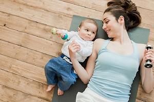 Приходим в форму: 6 упражнений, которые можно делать сразу после родов