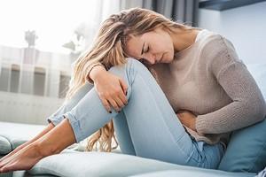 5 негативных эмоций, из-за которых у тебя болит желудок