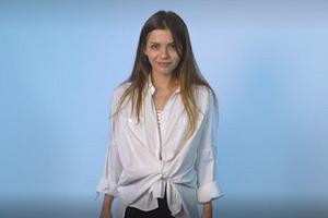Как носить белую рубашку, быстро уменьшить размер джинсов и другие модные лайфхаки