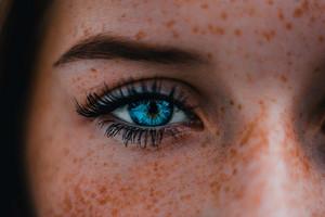 8 особенностей внешности, которые большинство женщин считают недостатками (и очень зря)