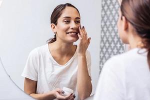 Домашний салон красоты: 5 недорогих аптечных средств, которые могут заменить визит к косметологу