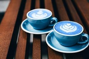 Ну очень фотогеничный чай: чем полезна голубая матча и как ее пить