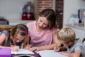Билайн подарил тысячи детских умных часов первоклассникам Москвы и Московской области