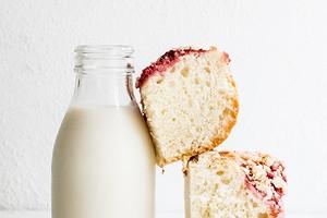 Выпечка, молоко и не только: продукты, с которыми дерматологи советуют быть осторожнее