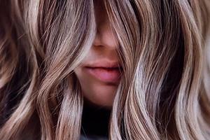 «Грибной блонд» или морозный голубой: разбираемся, как покрасить голову этой зимой
