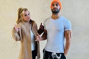 «Он контролирует наши отношения»: бойфренд Бритни Спирс защитил певицу от ее отца