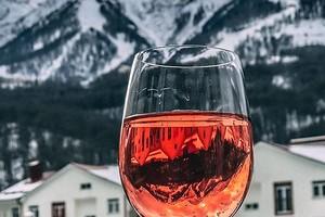 Как правильно пить розовое вино: с какой закуской и при какой температуре подавать