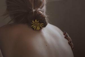 Бакне: почему появляются прыщики на спине и как с ними справиться
