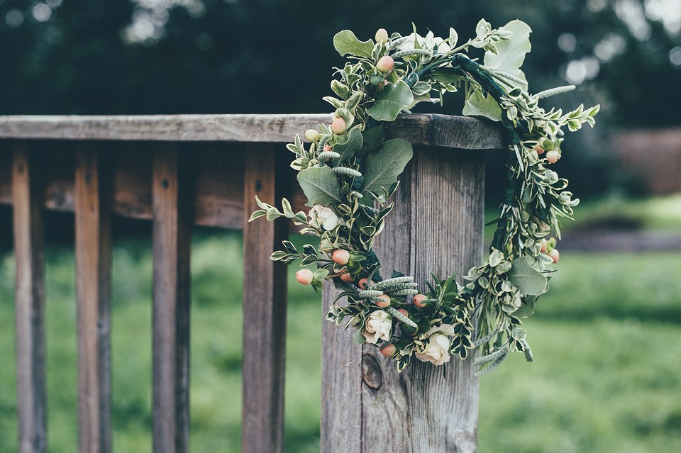 Свадьба в стиле Рустик 2021: оформление, одежда гостей, платье невесты