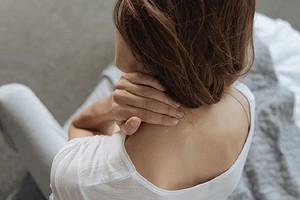 Без массажиста: как самой сделать массаж шеи и плеч в домашних условиях