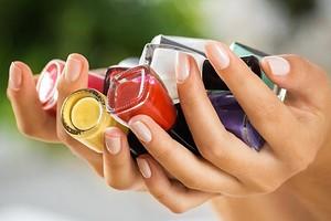 Как правильно красить ногти обычным лаком: пошаговая инструкция и 30 идей модного маникюра