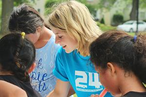 Волонтерство с юных лет: учим детей помогать другим и понимать, кому нужна помощь