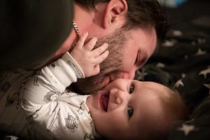 Как уложить ребенка спать: 6 советов для современных отцов