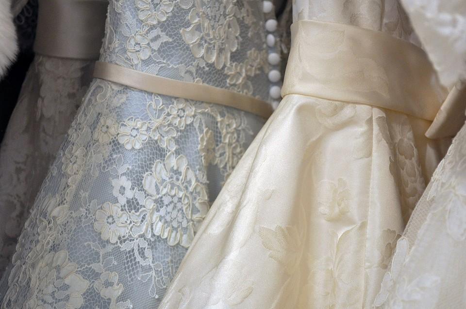К чему снится свадебное платье: толкование по Миллеру, Фрейду, Ванге и другим сонникам