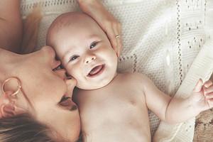 Срыгивание у новорожденных: что должно насторожить родителей (спросили у врача)