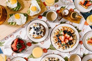 10 быстрых и вкусных рецептов завтраков, которые точно понравятся школьнику