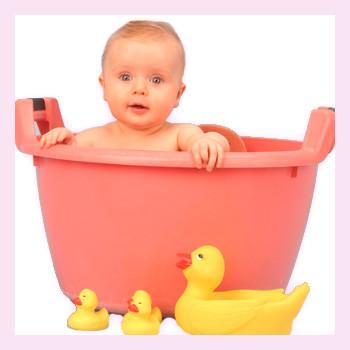 Как правильно купать малыша: 6 полезных советов