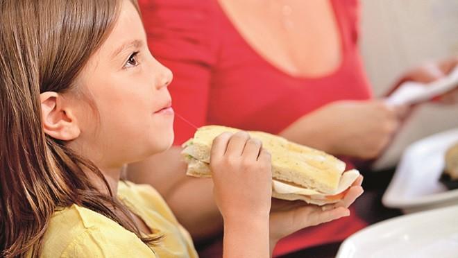 Путешествие на поезде: чем кормить ребенка