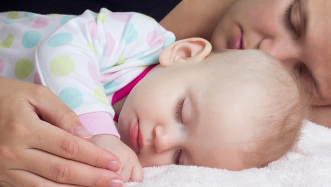 Опасность совместного сна матери и новорожденного