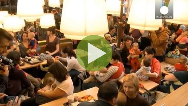 Видео: Кормящие мамы устроили акцию протеста в ресторанах фаст-фуда