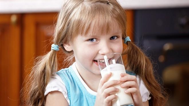 Диетологи определили, сколько молока должен выпивать дошкольник