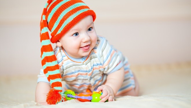 Что должен уметь малыш в год: 3 важных действия