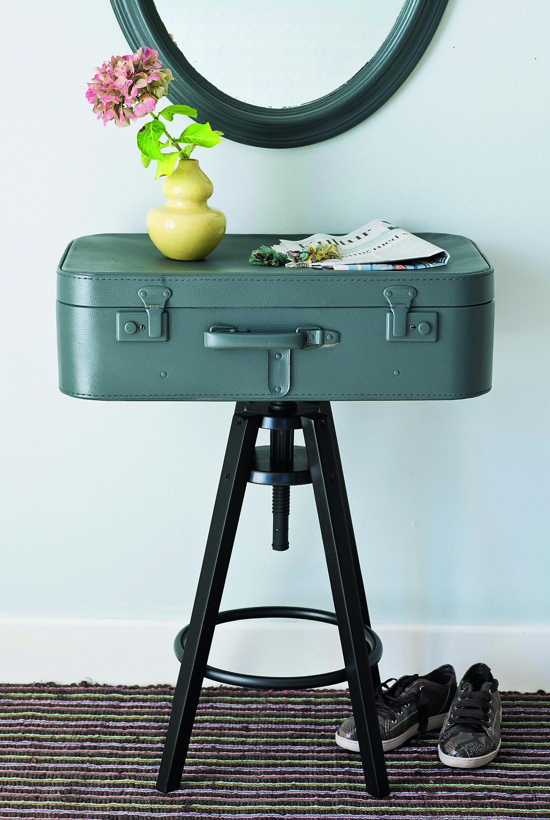 Как сделать столик-чемодан для прихожей