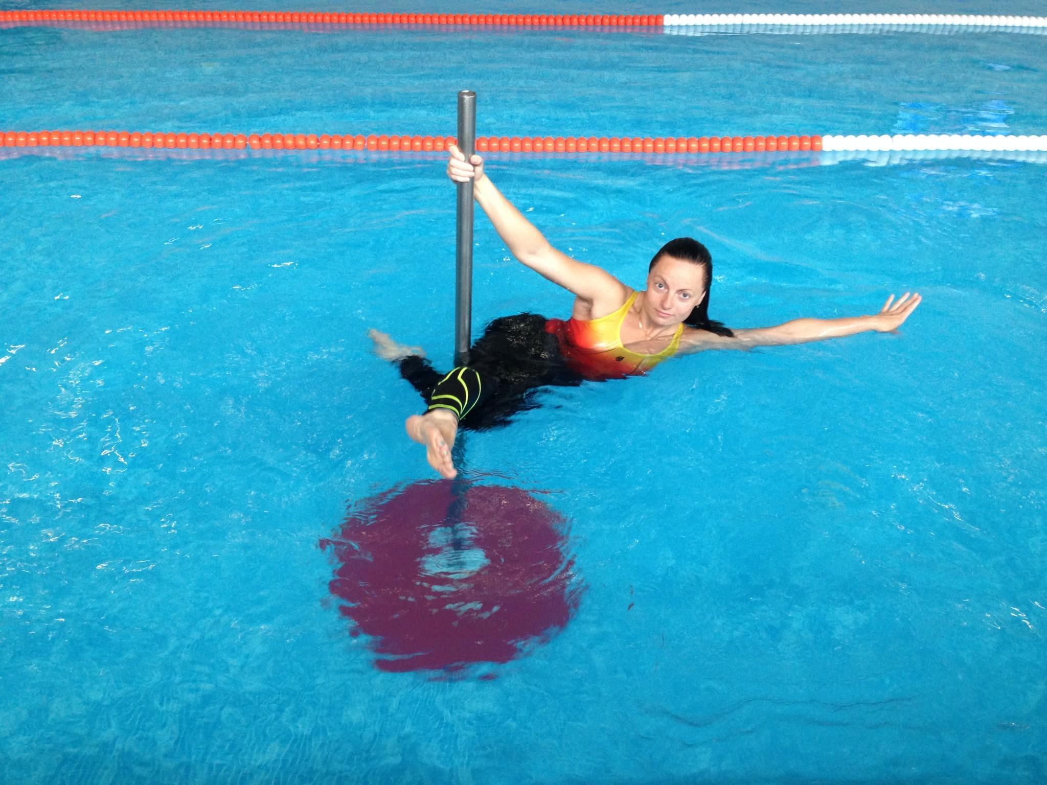 Танцпол в бассейне: новая тренировка Aqua pole dance