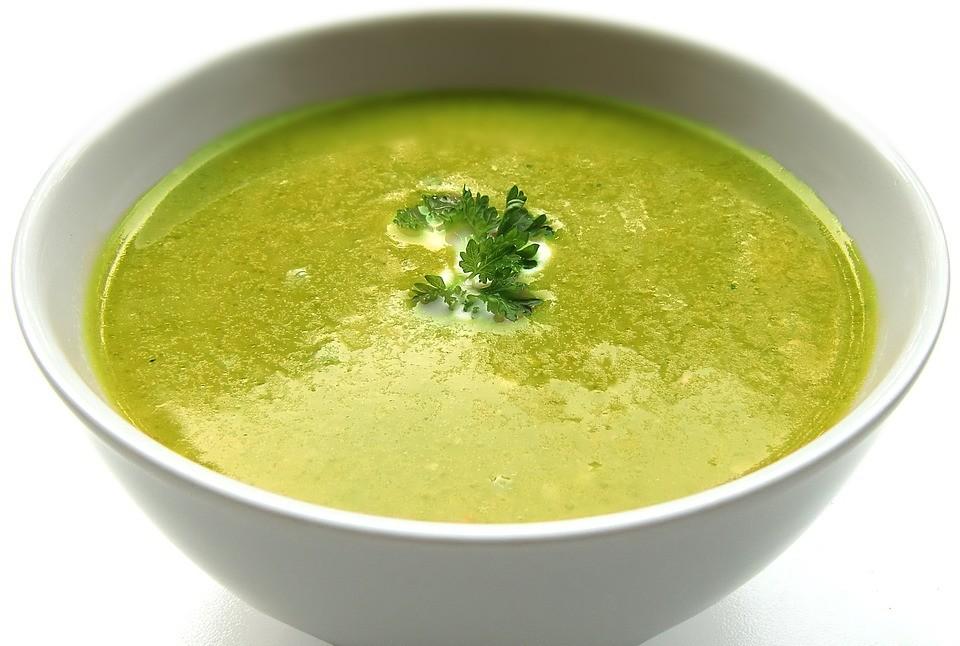 Суп из зеленого гороха с базиликом