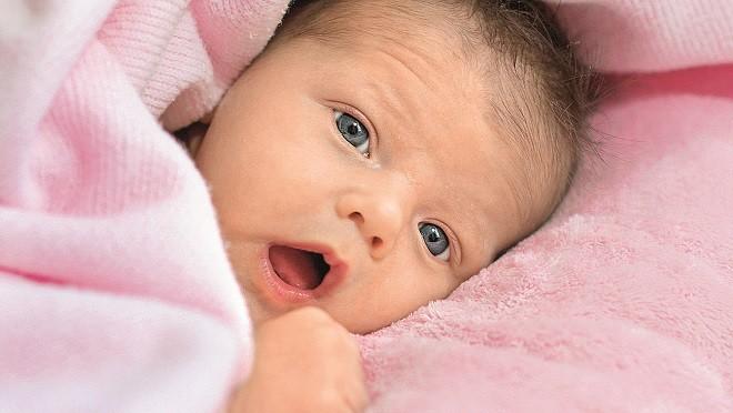 Мамины объятия регулируют температуру новорожденного
