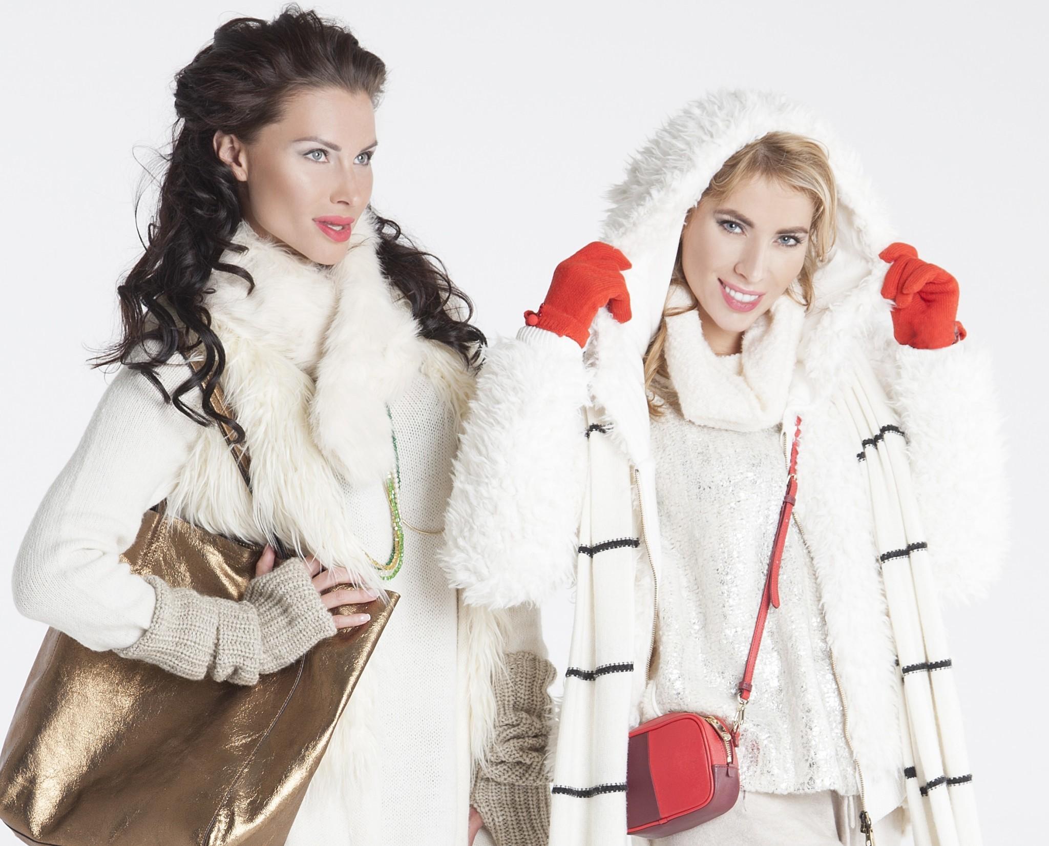 Модные вещи декабря: яркие акценты обязательны